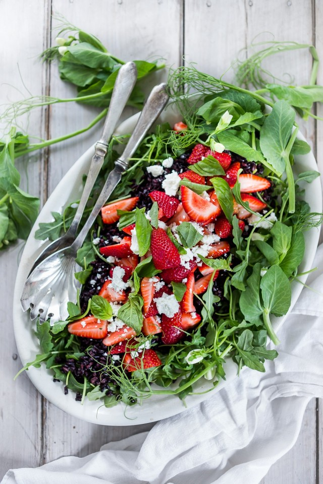 Get your daily dose of antioxidants with this colorful salad